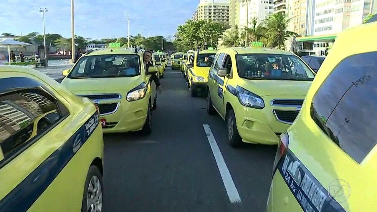Manifestação de taxistas em frente à Prefeitura do Rio