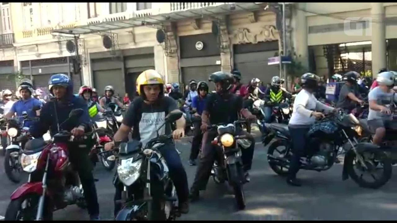 Mototaxistas fazem protesto no Centro do Rio