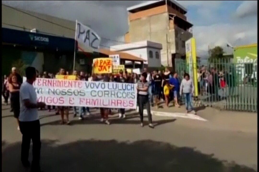 Moradores do Bairro Ermida, em Divinópolis, foram às ruas para pedir mais segurança