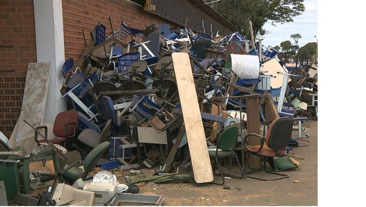 Prefeitura de Paulínia mantém depósito abandonado com materiais escolares após um mês