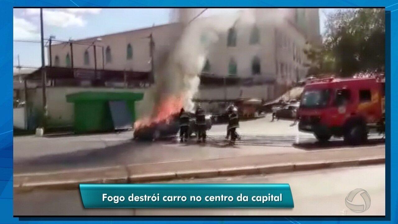 Carro pega fogo em avenida de Cuiabá
