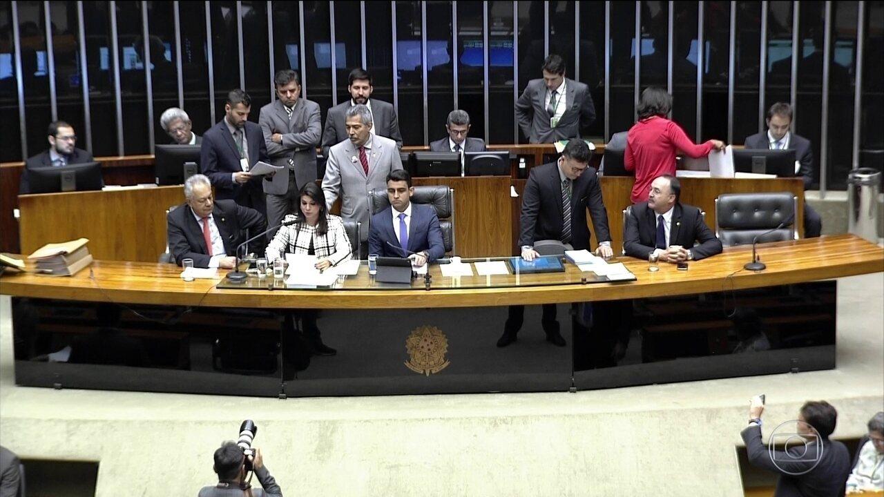 Governistas querem votação de denúncia concluída nesta quarta