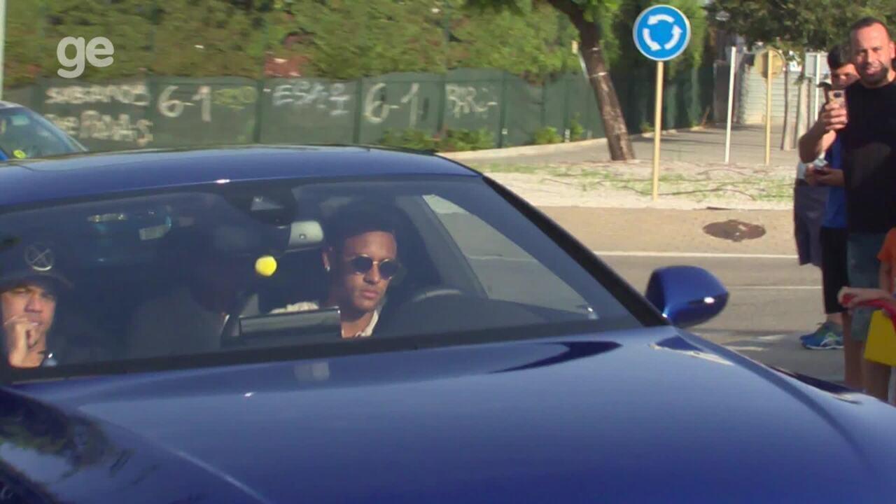 Neymar chega no CT do Barça para se despedir de colegas do Barcelona