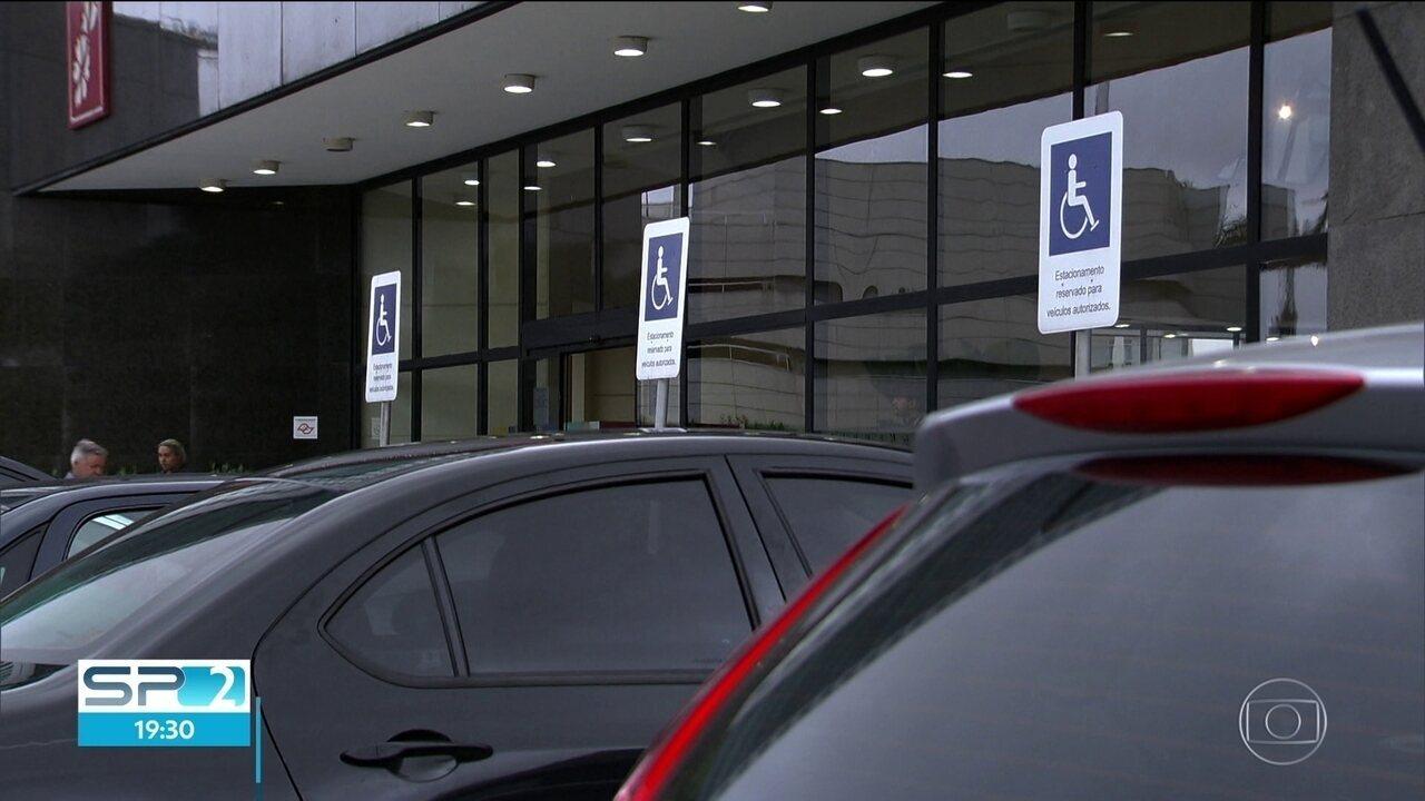 Resultado de imagem para CET vai multar quem estacionar em vagas de idosos e deficientes em shoppings de SP