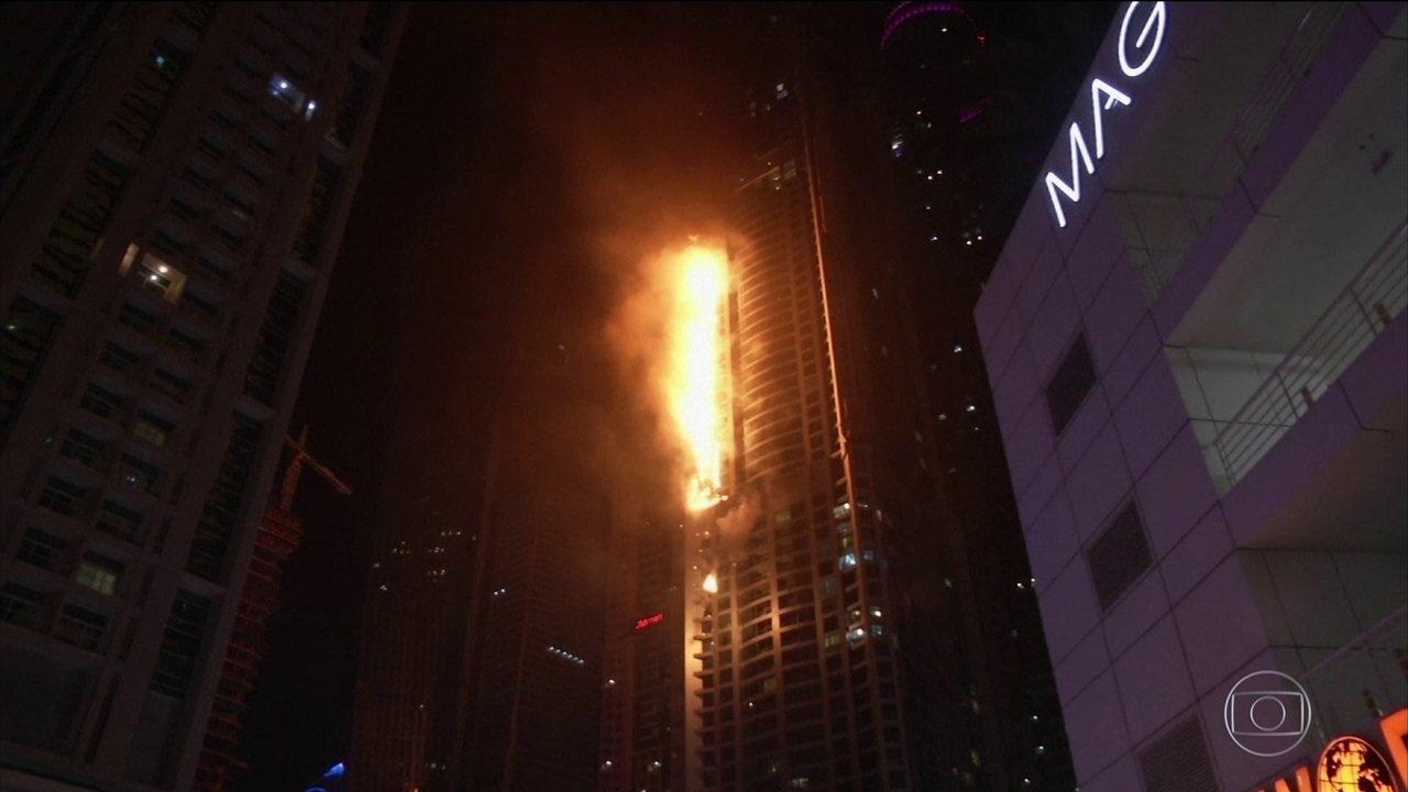 Incêndio atinge um dos maiores prédios residenciais do mundo, em Dubai