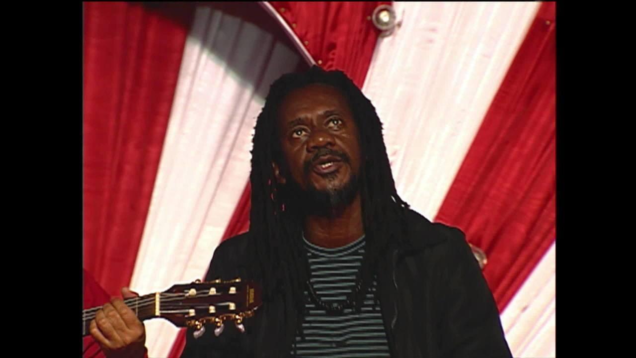 Morre, aos 66 anos, o cantor e compositor Luiz Melodia