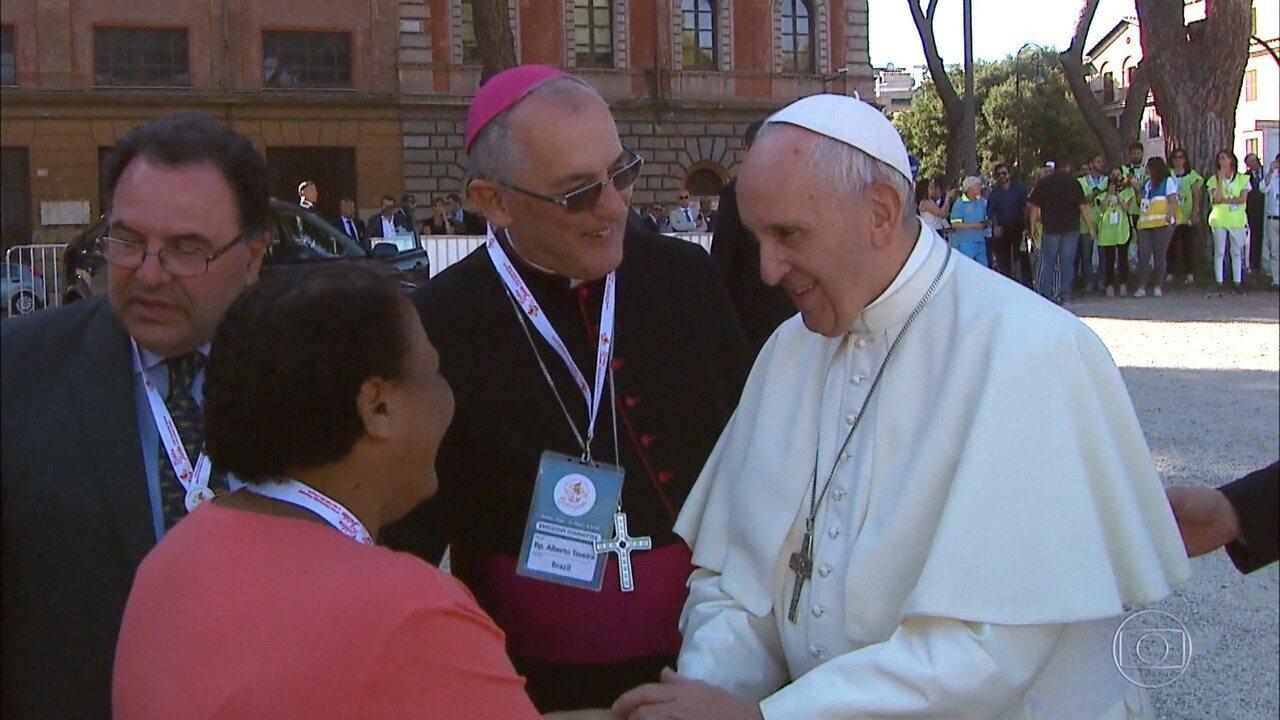 Tia Socorro realiza sonho e conhece o Papa