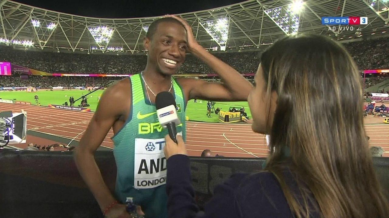 Repórter avisa Thiago André que ele está classificado para a final dos 800m