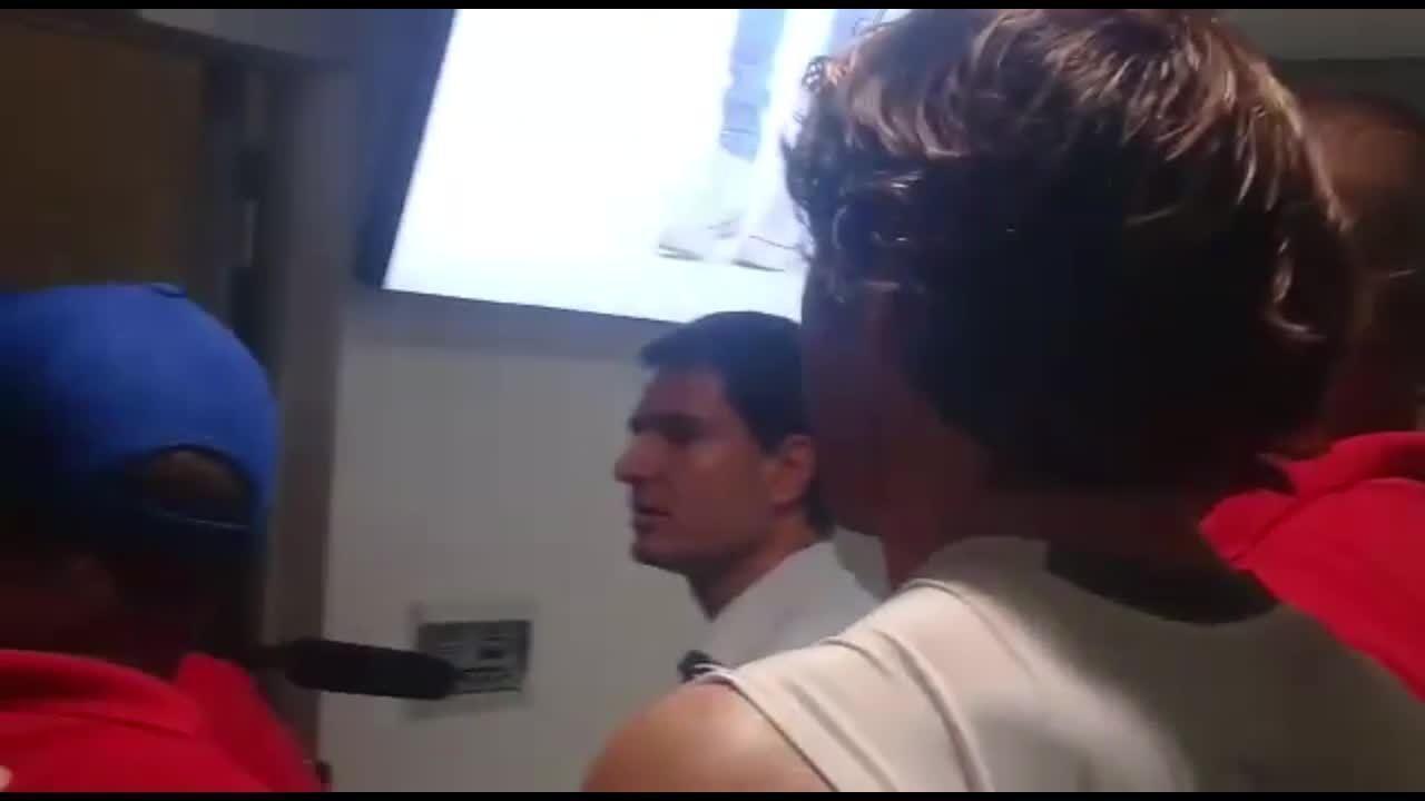 Depois do jogo, nos vestiários, presidente do Bahia responde a provocação de Petros