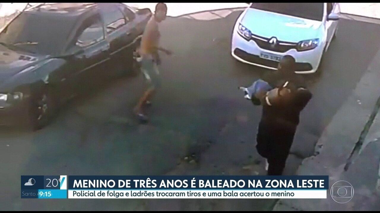 Câmeras registram momento em que homem corre para socorrer filho baleado durante tiroteio