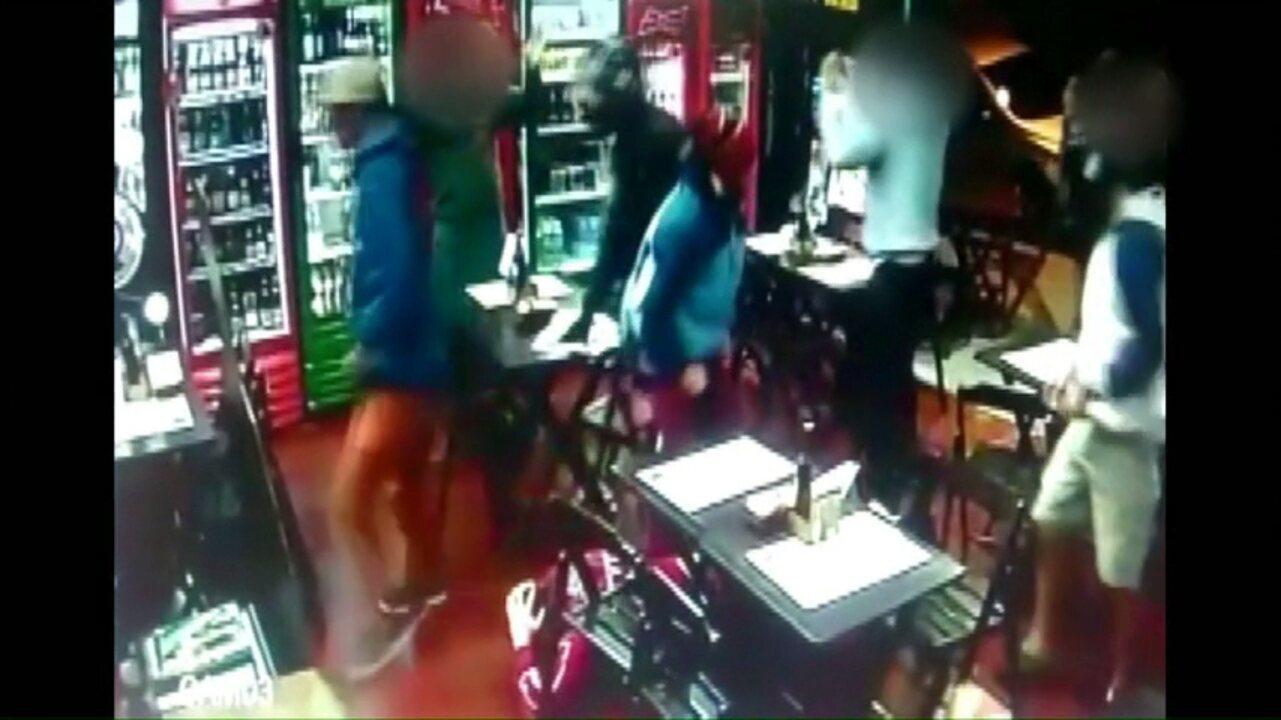Homens armados fazem arrastão em bar de Ponta Grossa