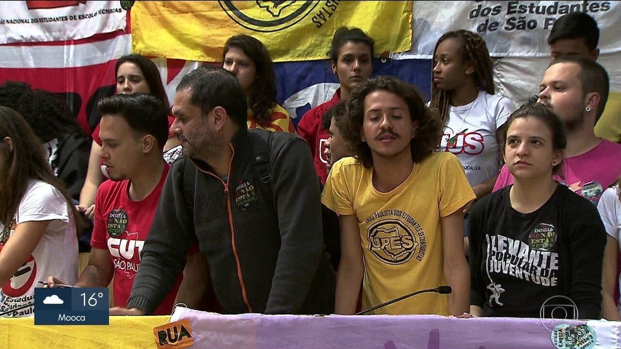 Manifestantes ocupam o plenário da Câmara de Vereadores de SP há quase 24 h