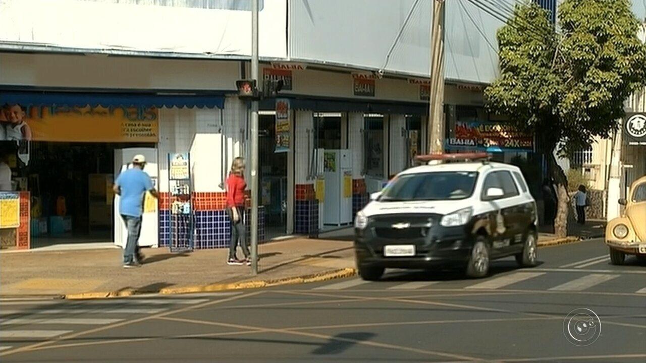 Grupo faz clientes reféns durante assalto a loja em Santa Cruz do Rio Pardo