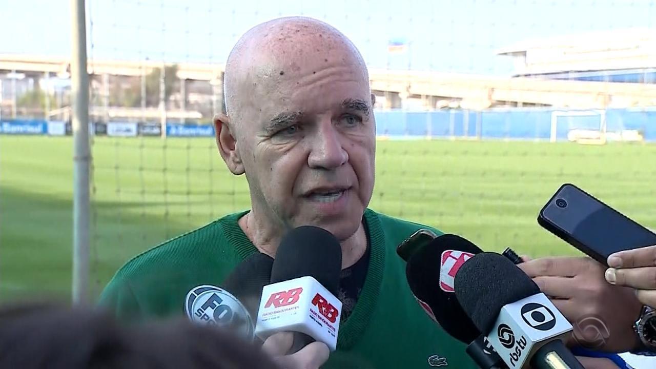 Magoado, Valdir Espinosa deixa o Grêmio: