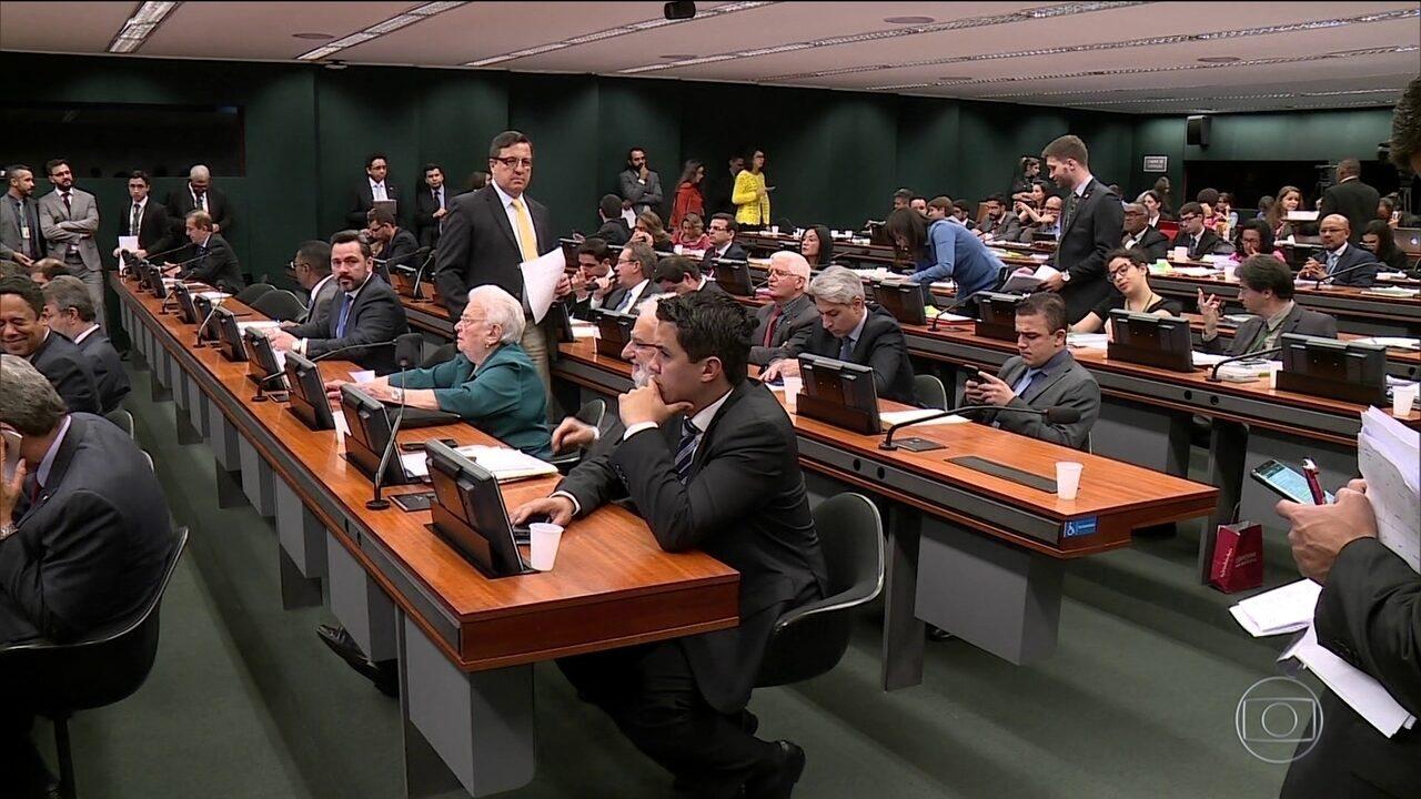 Comissão da reforma política debate uso de verba pública para campanha