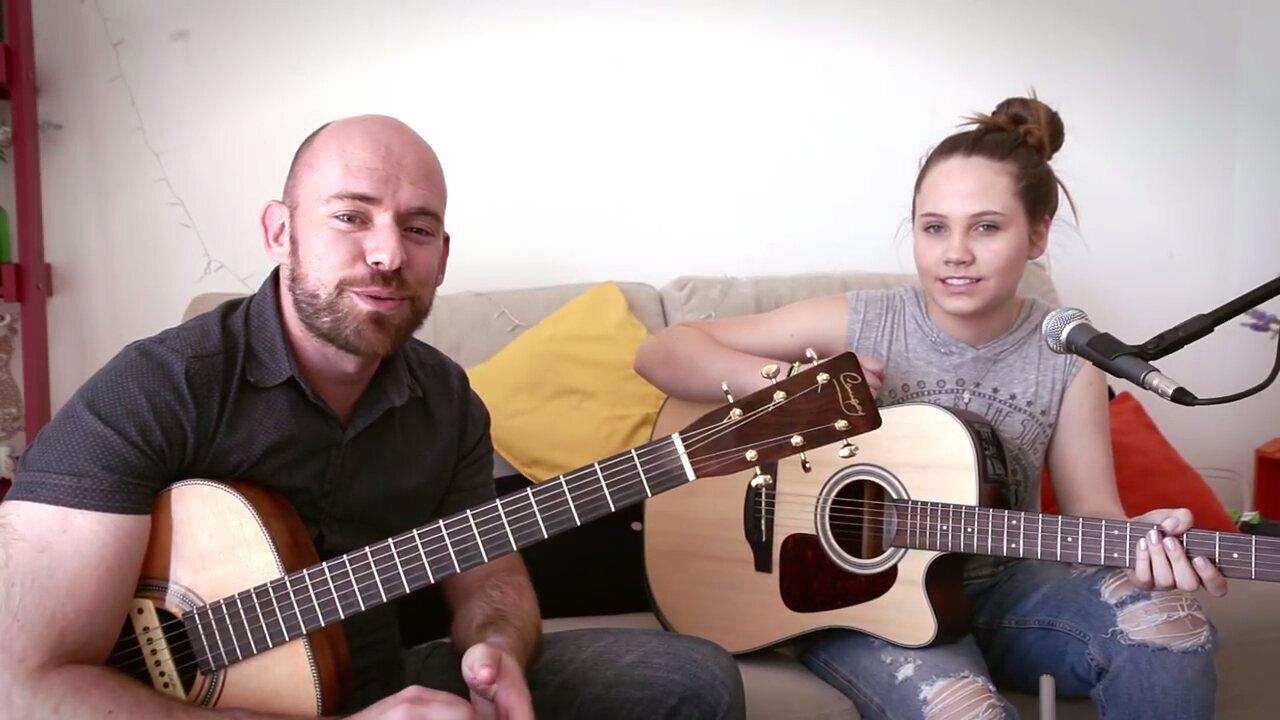Assista ao cover de Carol e Leandro