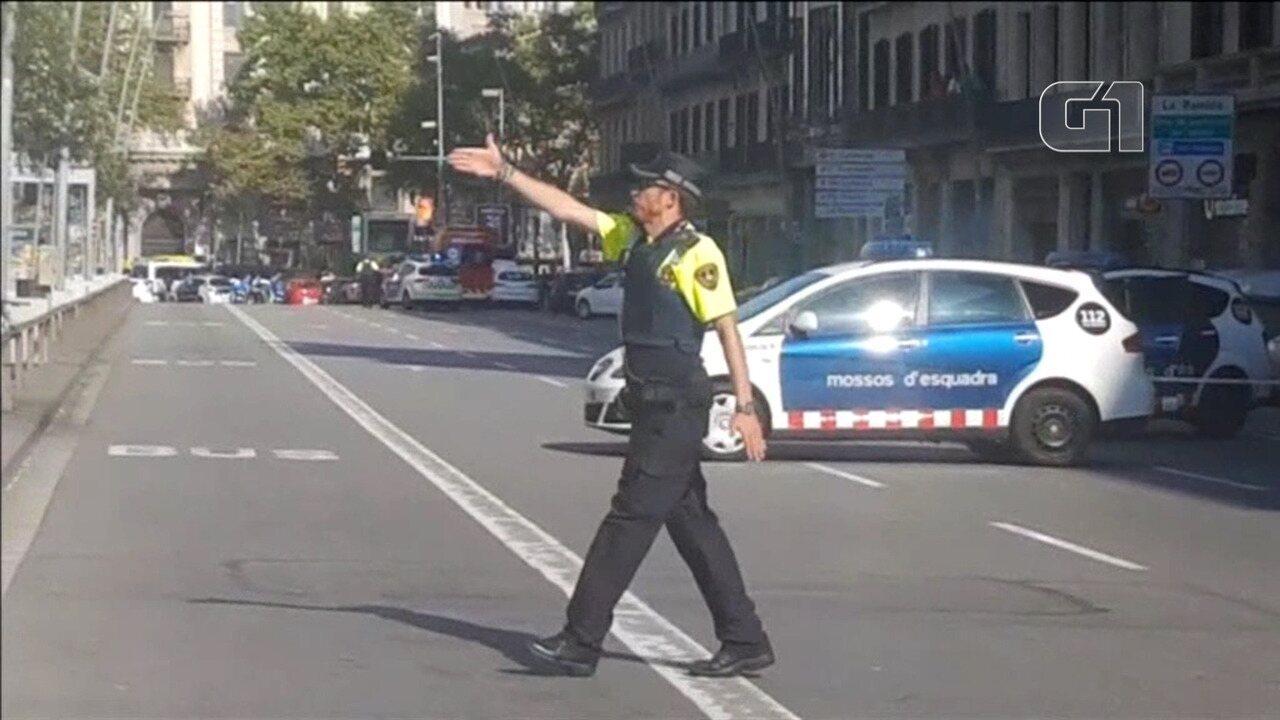 Dezenas de pessoas são atropeladas por van em Barcelona