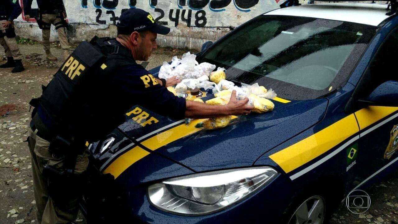 Mulher é presa com 5 kg de cocaína em ônibus