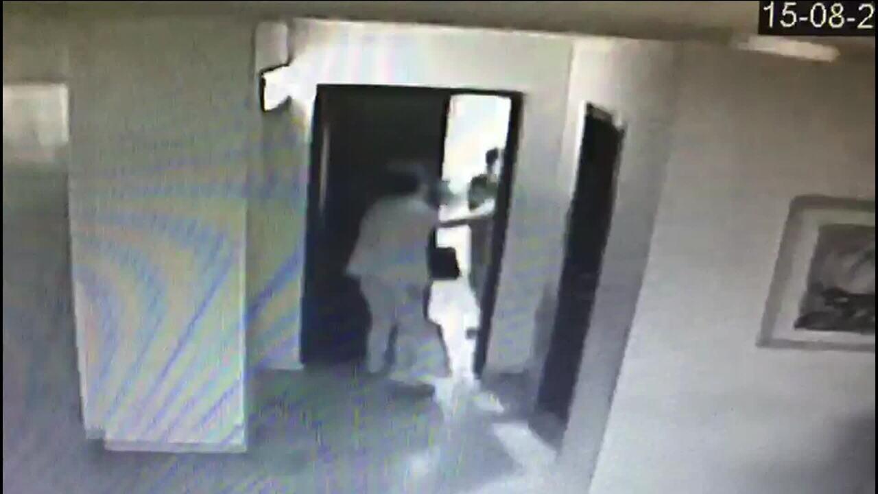 Idosa de 83 anos é espancada e assaltada por vizinho ao chegar em casa com R$ 1 mil