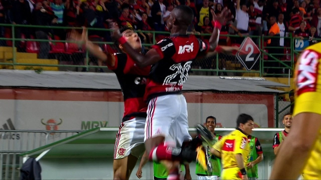 Os gols de Flamengo 2 x 0 Atlético-GO pela 21ª rodada do Campeonato Brasileiro
