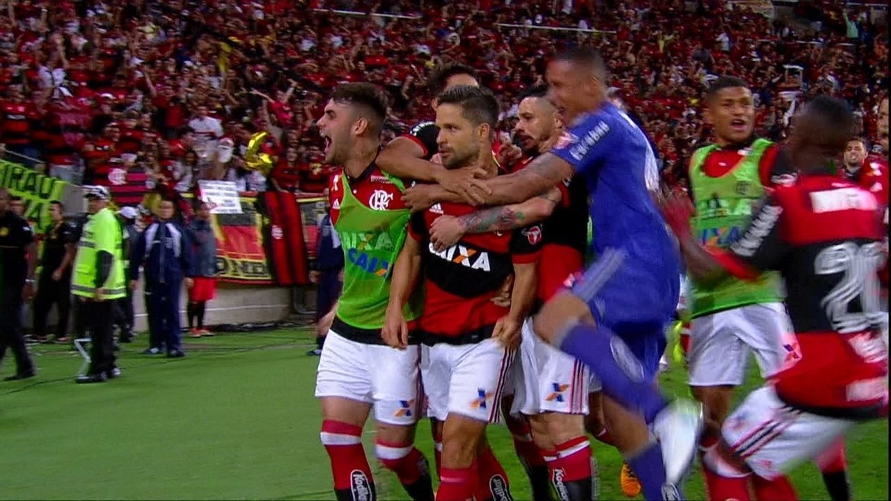 Gol do Flamengo! Berrío faz bela jogada e toca para Diego marcar, aos 25 do 2º tempo