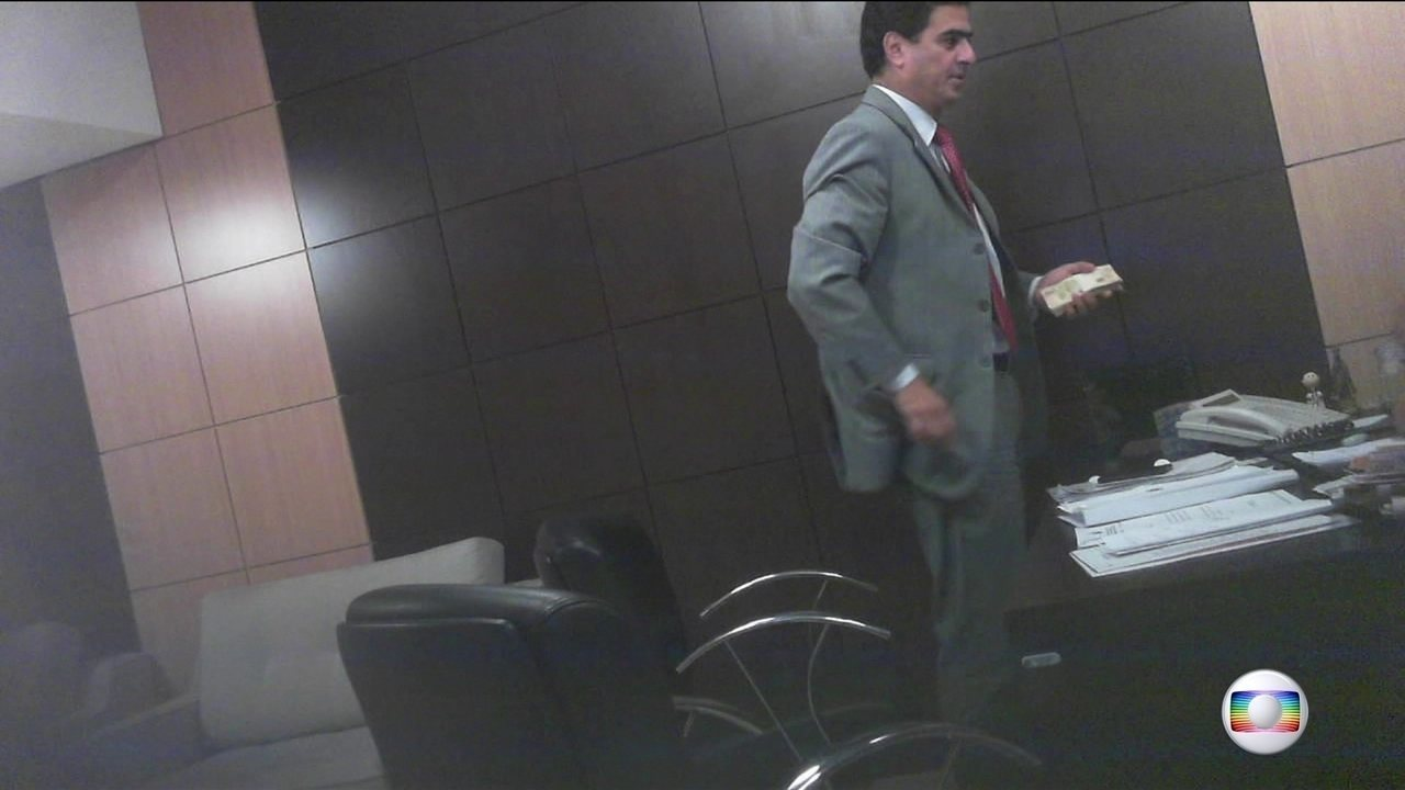 JN mostra flagrantes de entrega de dinheiro a políticos de Mato Grosso