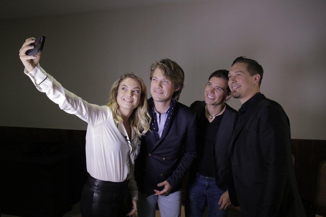 Fã dos Hanson, Lua Blanco entrevista o trio
