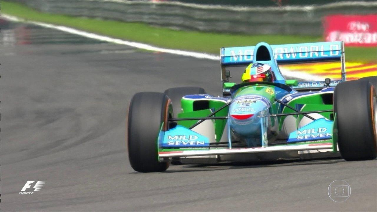 Filho de Michael Schumacher faz uma volta com antigo carro do pai