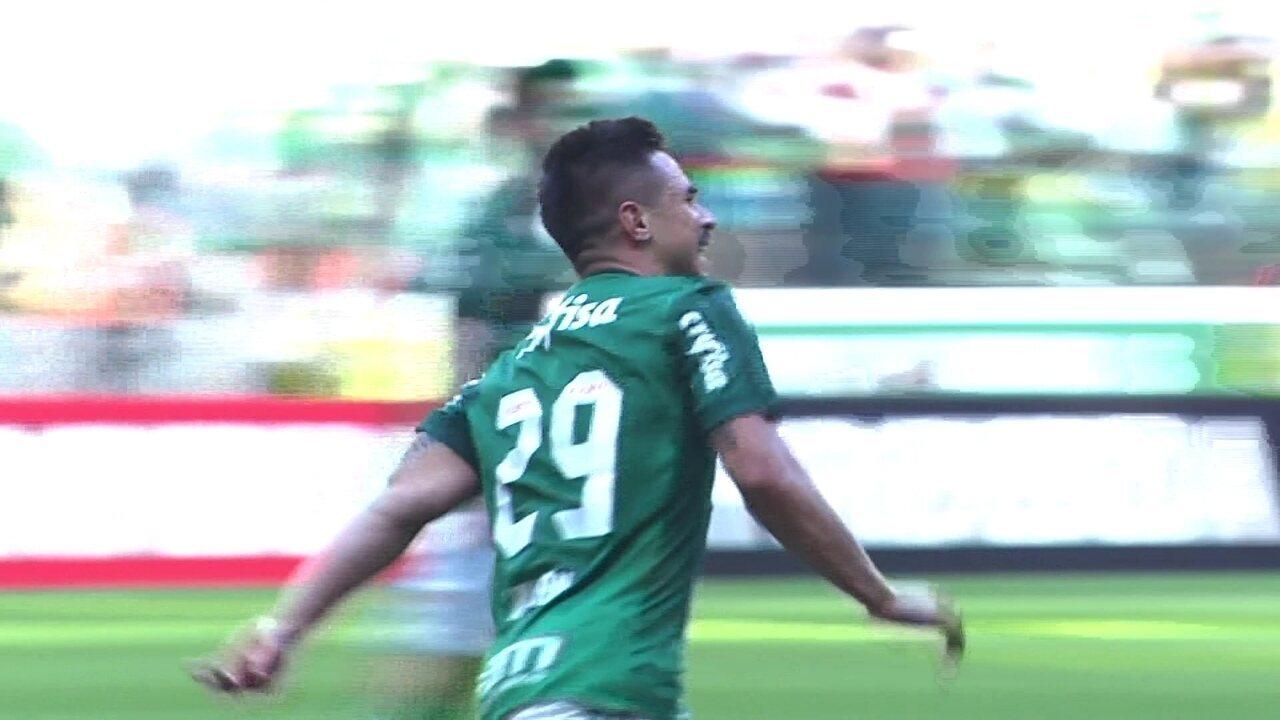 Gol do Palmeiras! Willian corta para o meio e bate sem dar chances a Sidão, aos 38 do 1º