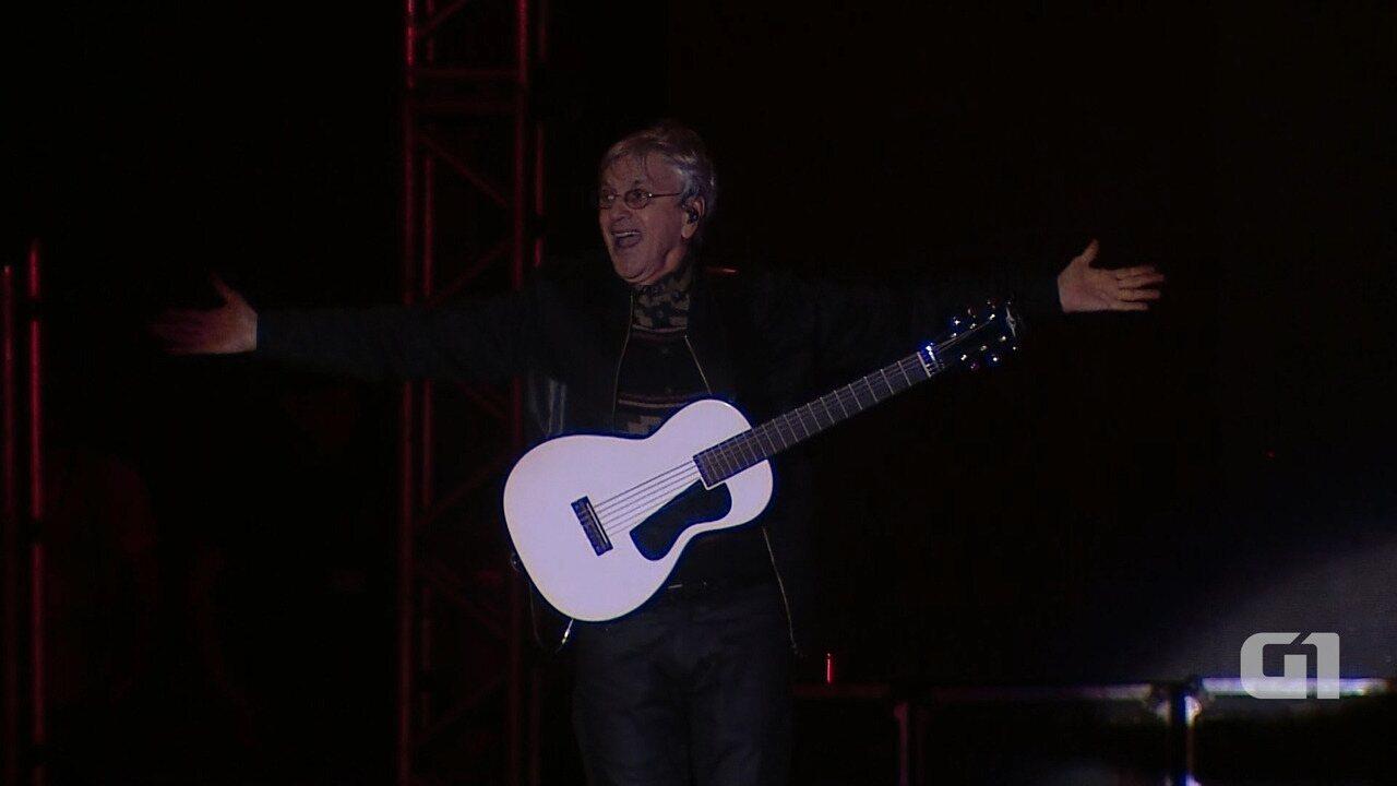 Caetano Veloso canta Força Estranha no Festival de Inverno Bahia 2017