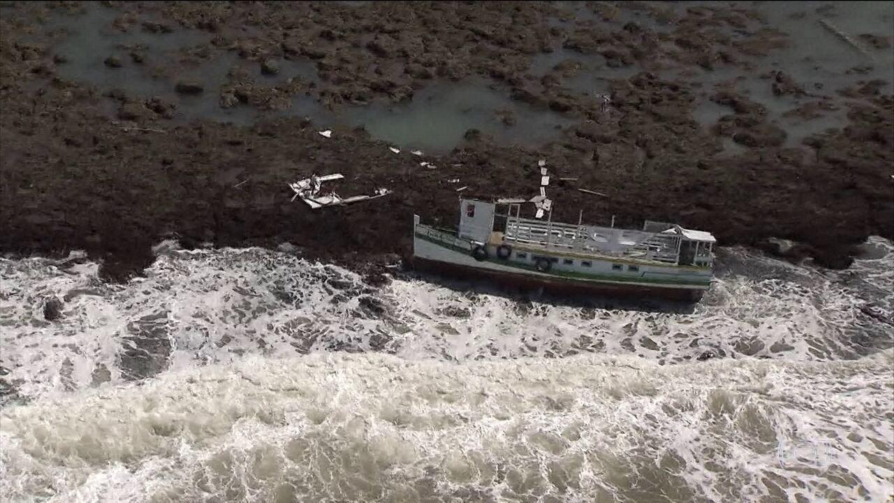 Bombeiros encontram corpo da décima-nona vítima do acidente com a embarcação na Bahia