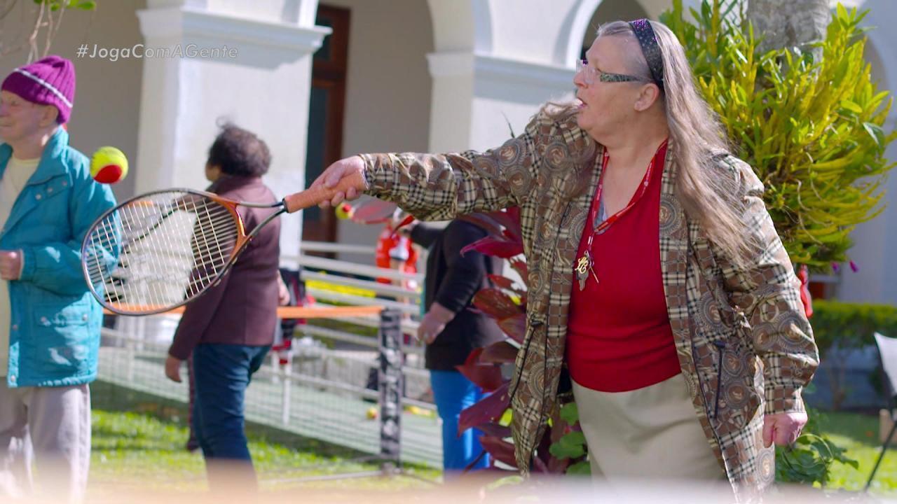 Joga com a Gente: lar de idosos se transforma num dia especial de tênis