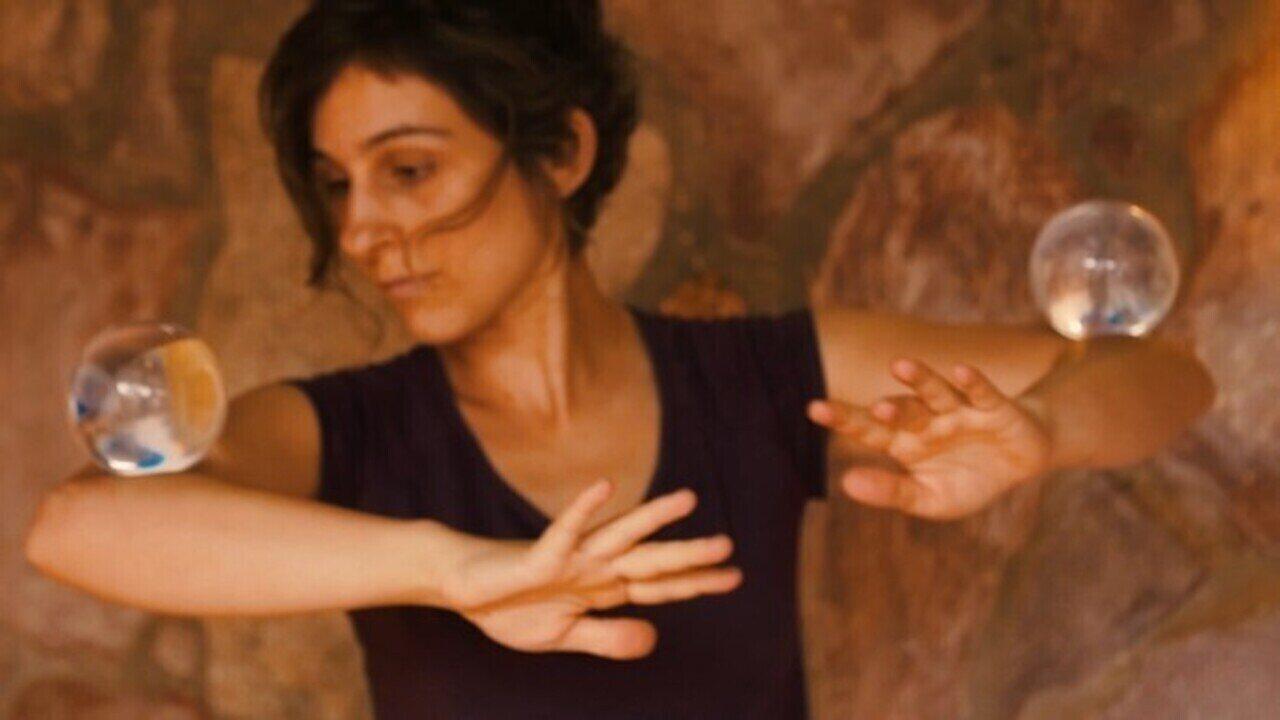 A brasileira Cássia Santos, a chilena Luly e a francesa Liz Bombin falam de suas viagens
