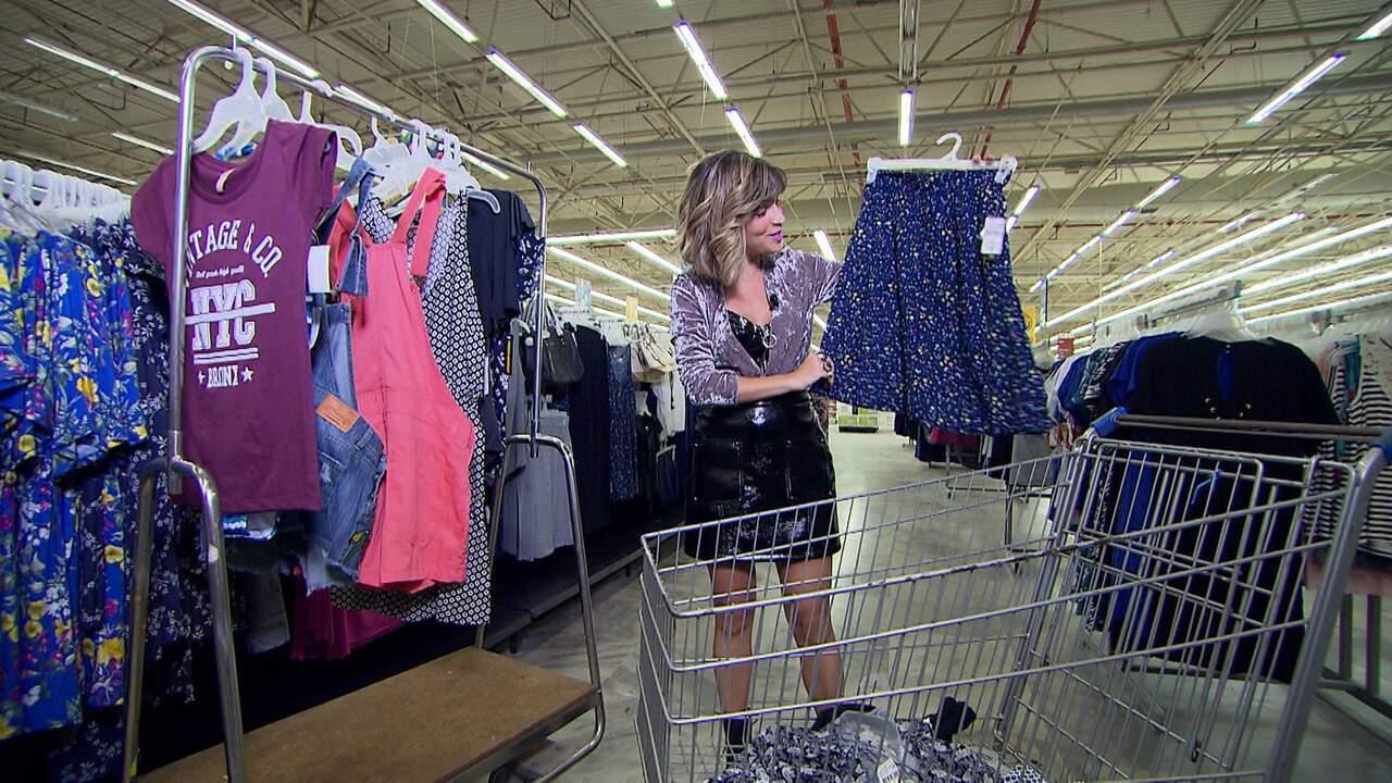 A apresentadora Paula Magalhães mostra como fazer um garimpo de moda num supermercado