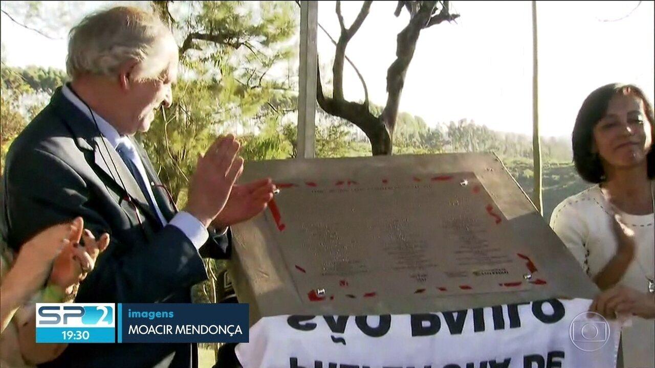 Mortos na ditadura militar recebem homenagem no Cemitério de Perus