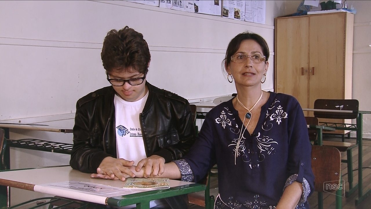 Relação entre professora e aluno vira livro em Florianópolis