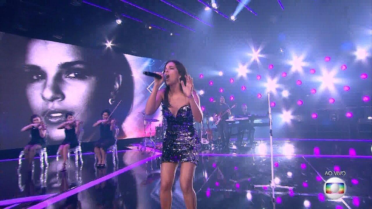 Mariana Rios canta 'Primeiros Erros'