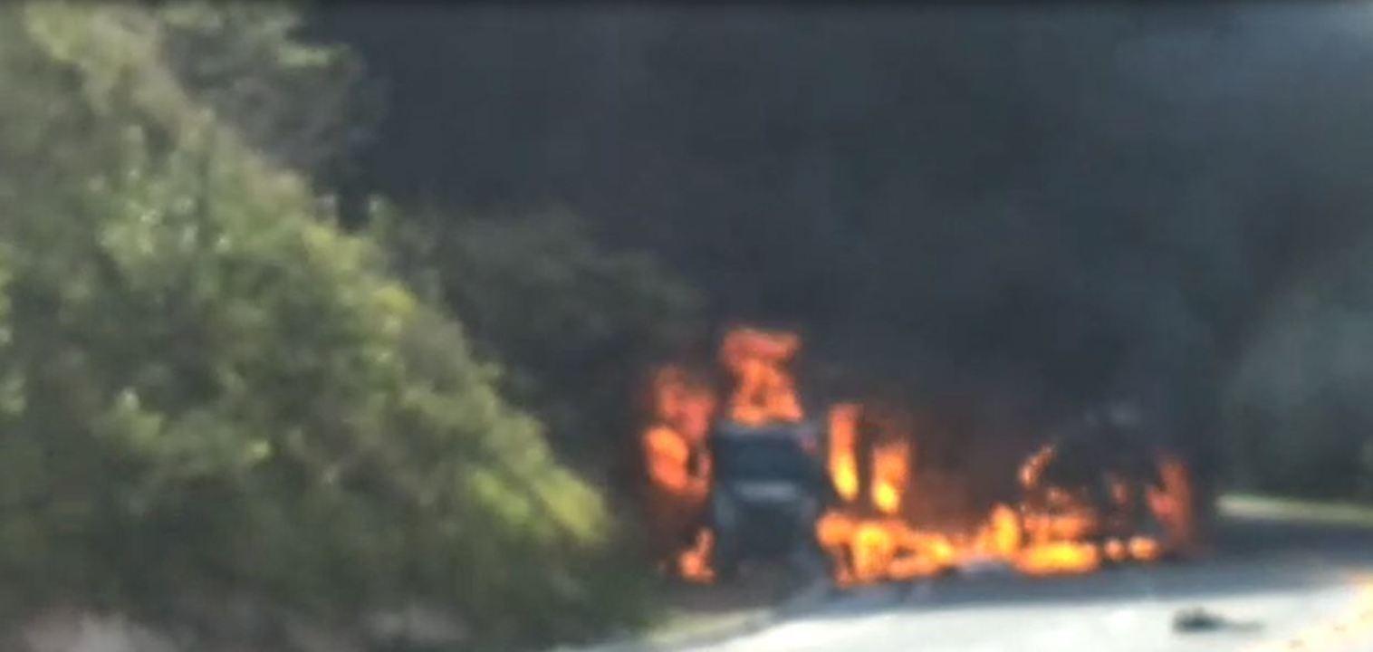 Acidente entre 4 veículos deixa BR-101 interditada em Mimoso do Sul, no ES