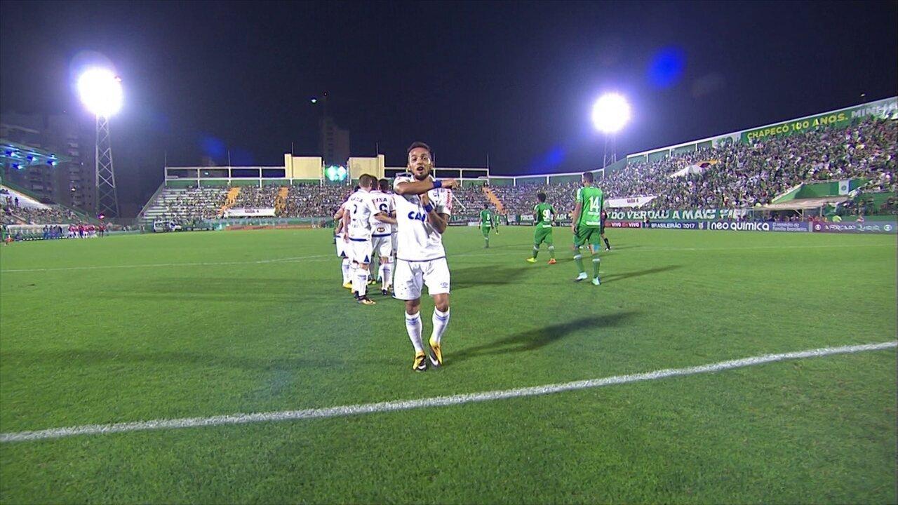 Gol do Cruzeiro! Rafinha recebe de Raniel, corta, chuta e abre placar, aos 45 do 1º tempo