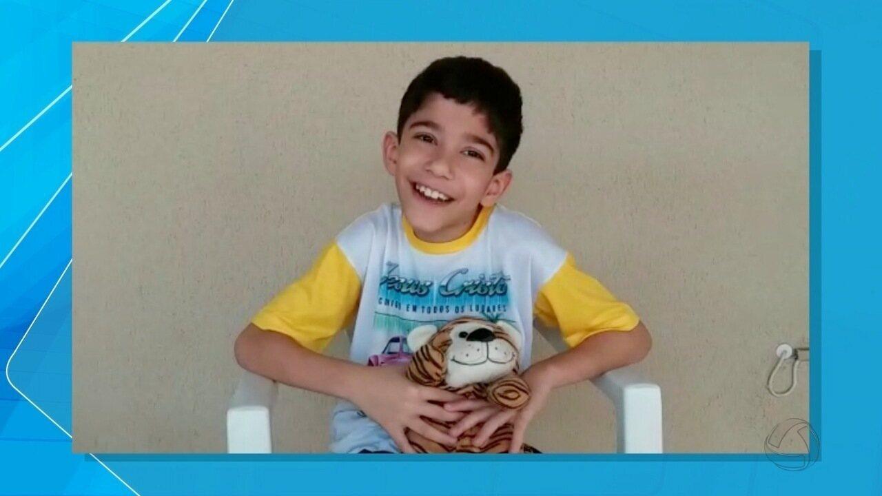 Criança de Campo Grande faz cirurgia acompanhado de urso de pelúcia