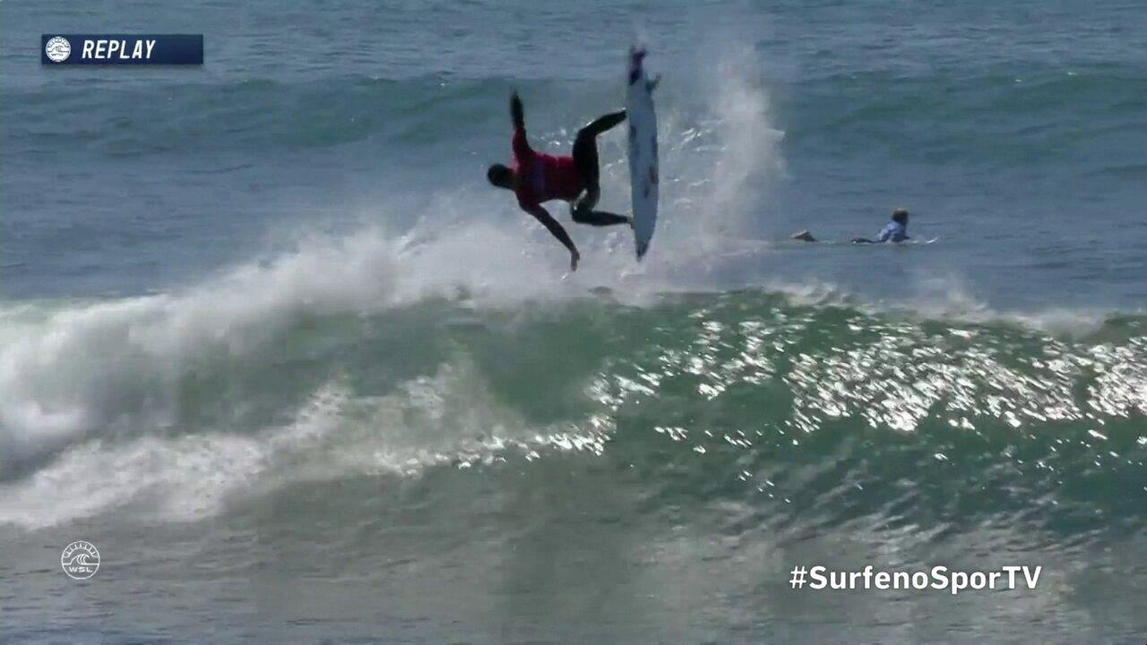 Gabriel Medina manda um aéreo em sua terceira onda em Trestles