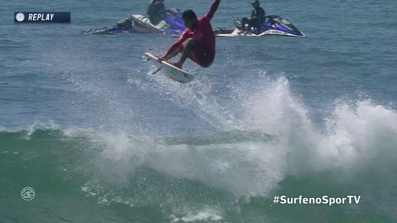 Filipe Toledo,manda um aéreo, surfa até a espuma e arranca um 9,43