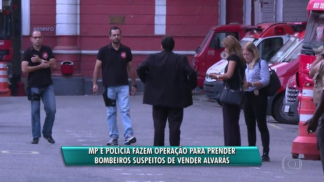 Bombeiros suspeitos de vender alvarás são alvos de operação no RJ
