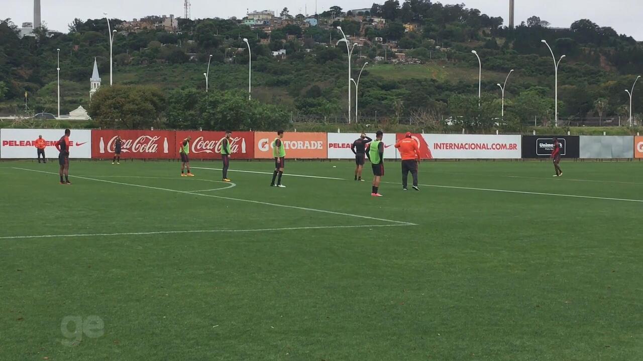 Guto dá atenção à defesa em treino com Thales e corrida de Camilo