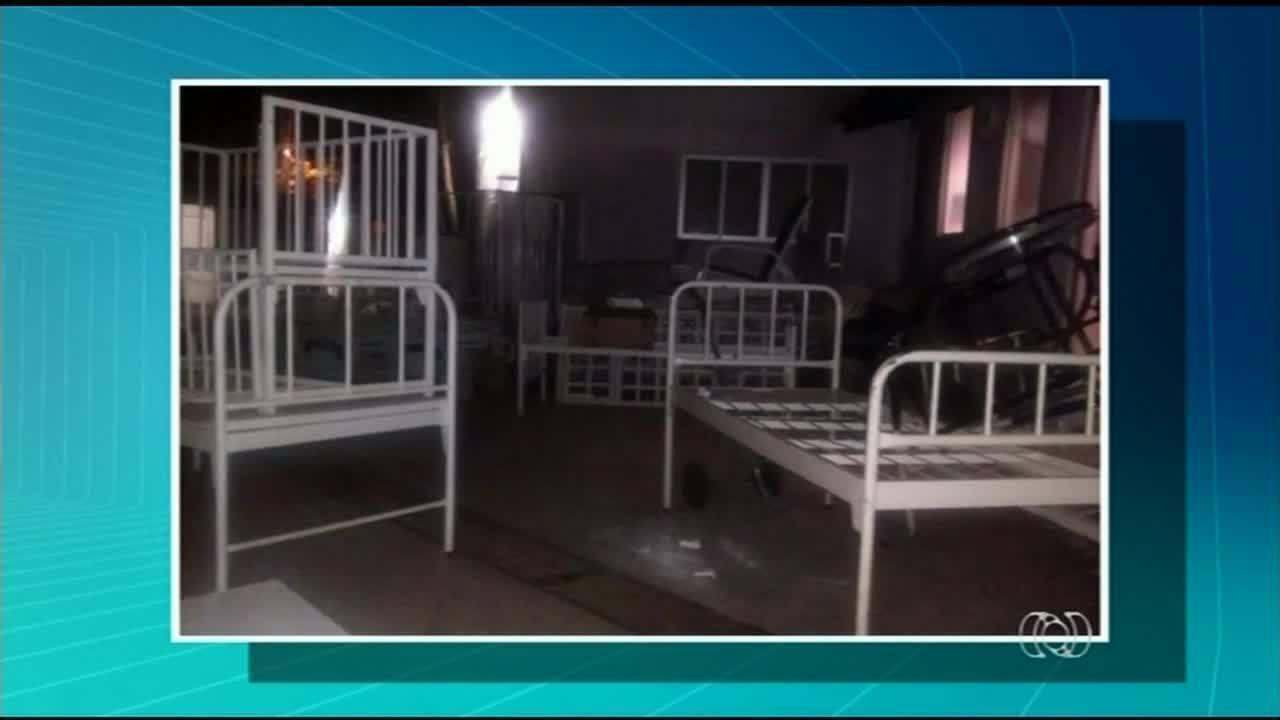 Pacientes reclamam que falta espaço até nos corredores de hospital em Araguaína