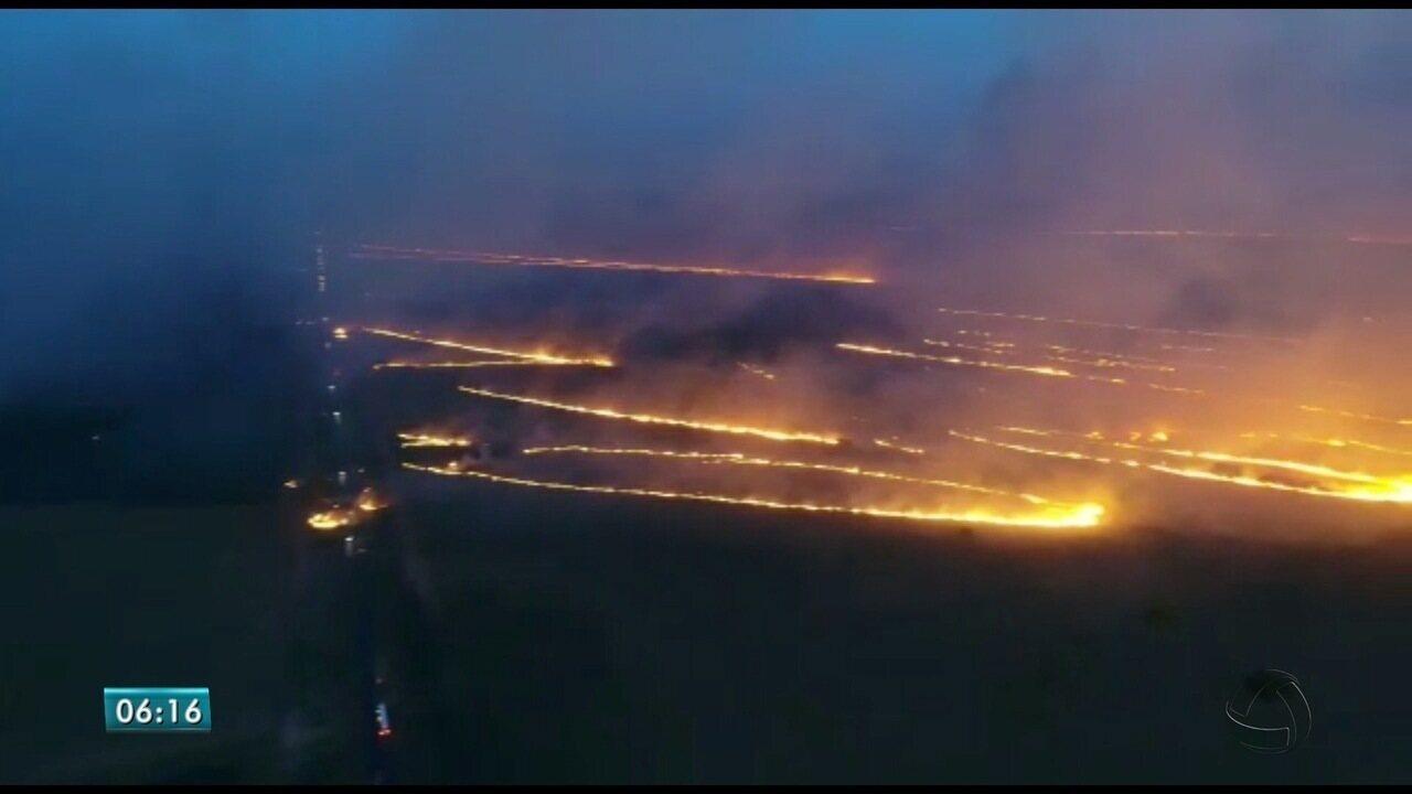 Incêndio em fazendas às margens da BR-262 mobiliza bombeiros e PRF em MS