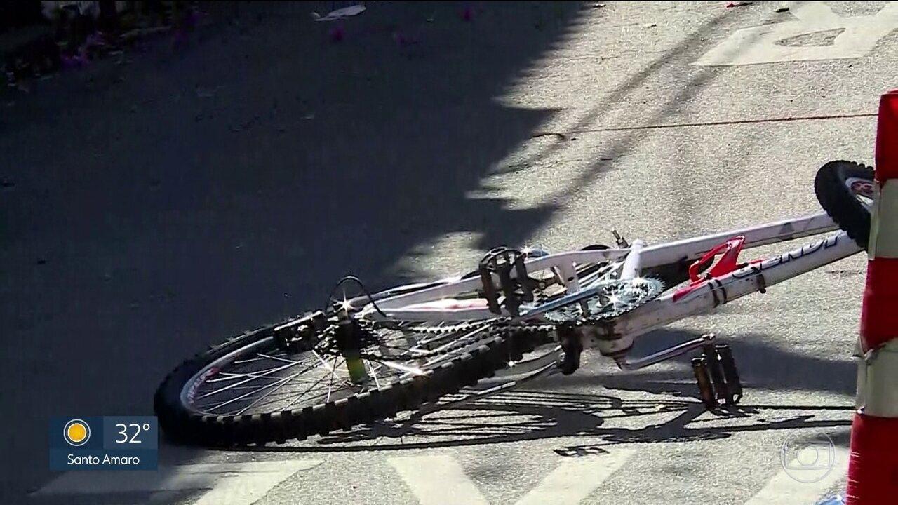 Ciclista morre atropelado por ônibus em SP