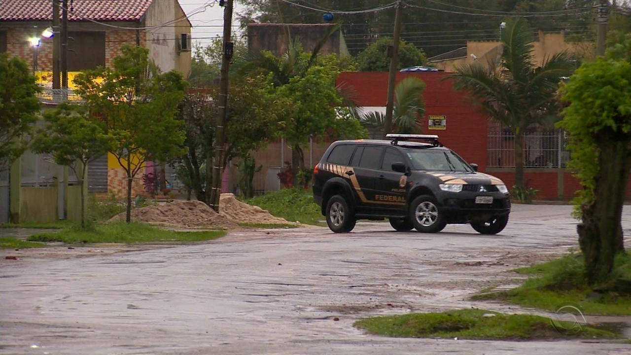 Polícia Federal cumpre mandados em Pelotas contra tráfico de drogas