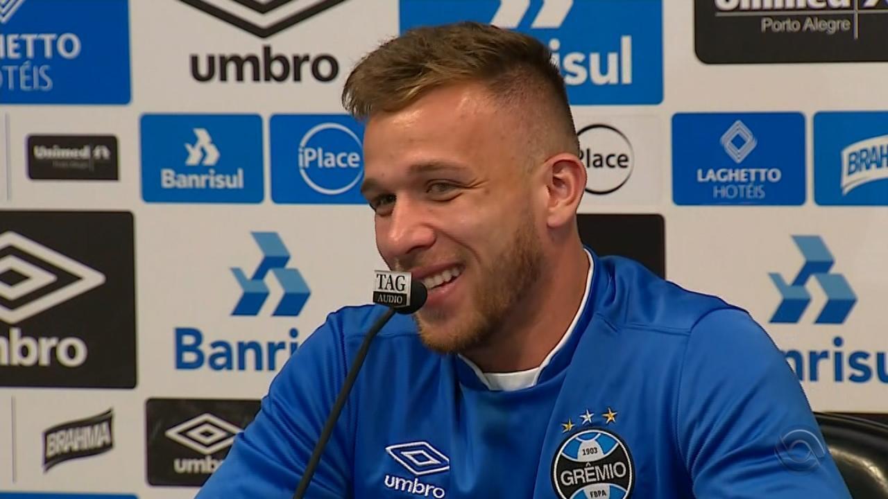 Arthur, do Grêmio, é convocado por Tite