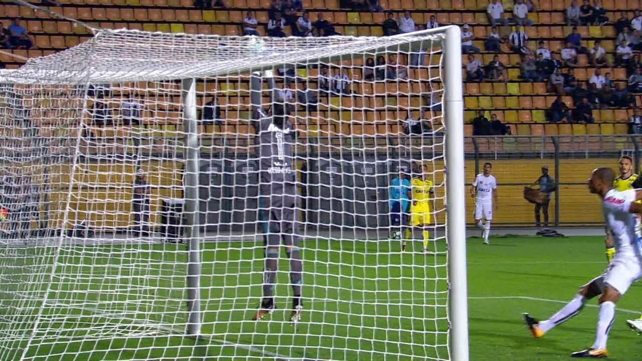 Confira os lances em que Diego Alves foi exigido contra o Santos